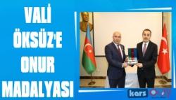 Azerbaycan Cumhuriyeti'nden Vali Öksüz'e Onur Madalyası